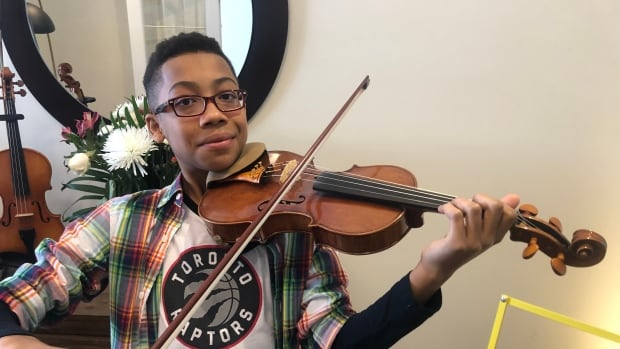 'I was mind-blown': Toronto-area teen violinist heading to New York to play at Carnegie Hall | CBC News