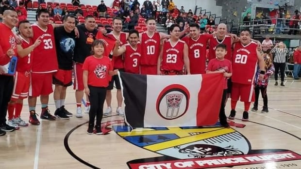 'I had an identity issue': Basketball connects urban Indigenous player with roots | CBC News