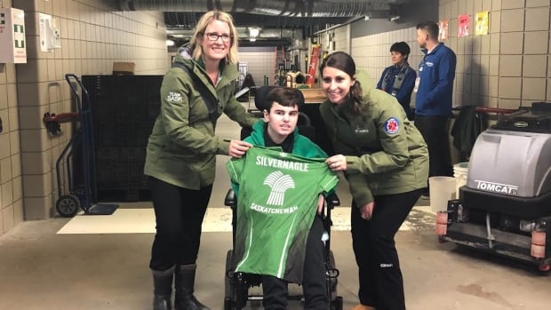 Curling superfan from Regina gifted tickets to see Team Sask. at Scotties Tournament of Hearts | CBC News