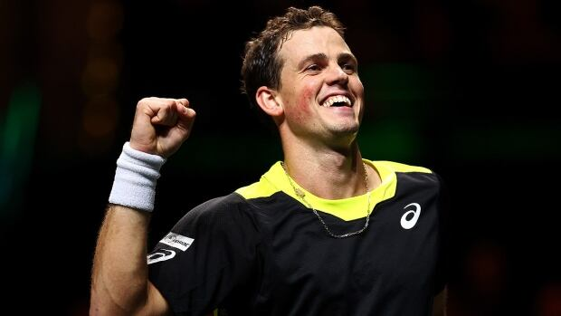 Vasek Pospisil rides 14 aces to straight-sets victory in Marseille opener | CBC Sports
