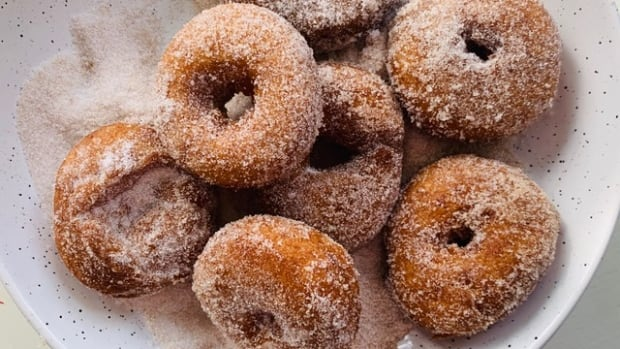 Spudnuts: Try making your own fluffy, potato-based doughnuts | CBC News