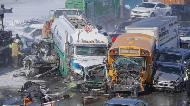 Highway 15 closed in La Prairie on Montreal's South Shore after multi-vehicle pileup | CBC News