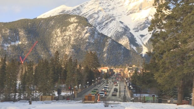 Banff seeks strategies to curb carbon footprint as more tourists flood park | CBC News