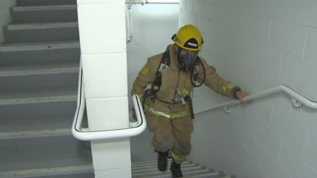 Hundreds of firefighters in Vancouver climb 48 storeys for lung health