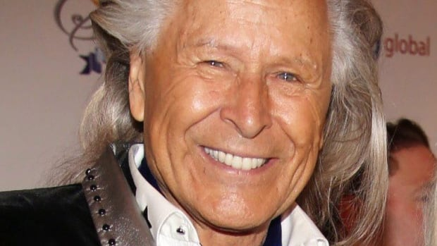 U.S. department store chain cutting ties with Nygard in light of sexual assault allegations | CBC News