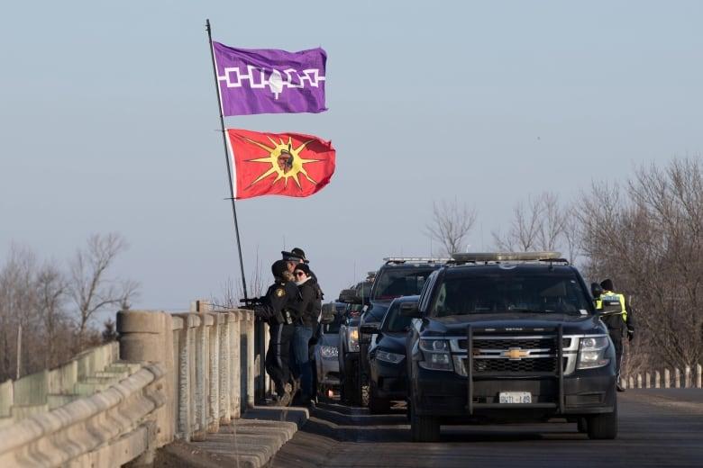 OPP move in on rail blockade by Tyendinaga Mohawk