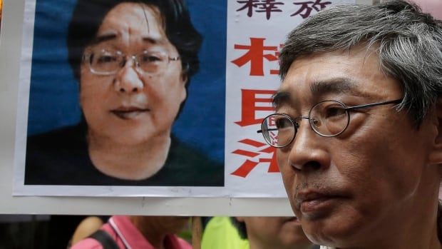 Hong Kong bookseller sentenced to 10 years in prison in China | CBC News