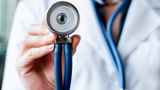 Alberta Medical Association head concerned over government lifting COVID restrictions | CBC News