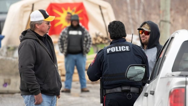 Kahnawake Mohawks offer to head up peacekeeping force in Wet'suwet'en traditional territory | CBC News