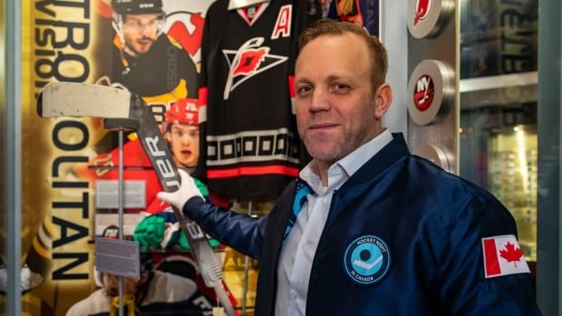 David Ayres's famous Maple Leafs-beating stick now in Hockey Hall of Fame | CBC News