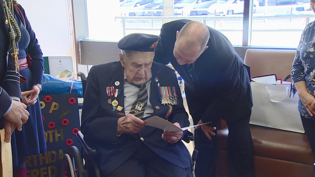 Ww Ii Vet Fred Arsenault Wanted 100 Cards For His 100th Birthday He Received More Than 90 000 Cbc News