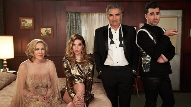 As Schitt's Creek bids farewell, fans cling to its levity and 'humanity' | CBC News