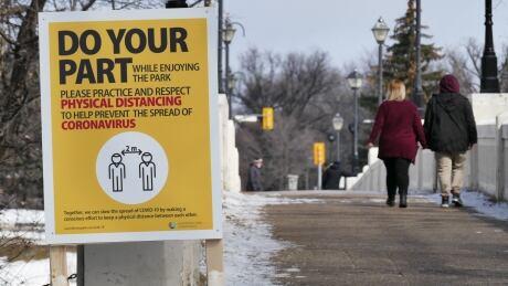 Assiniboine Park Social distance signs