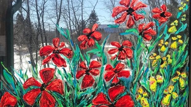 Online group turns Thunder Bay neighbourhood windows into art galleries | CBC News
