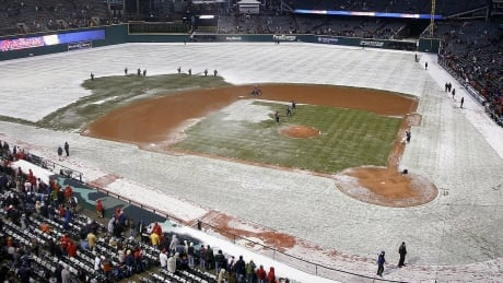 snow-mlb-ballparks-070406-1180