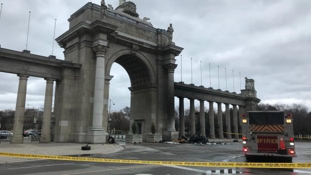 1 dead after car crashes into Princes' Gates in Toronto