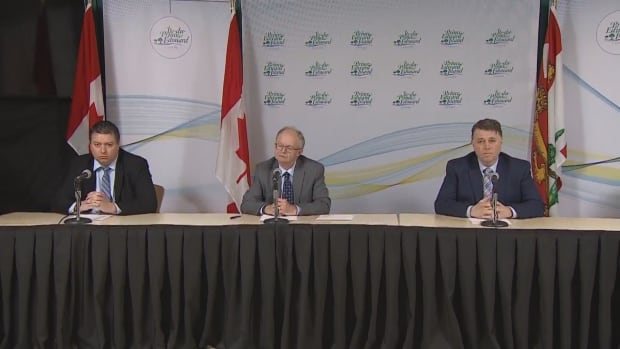 Premier scolds Islanders for ignoring chief public health officer's advice