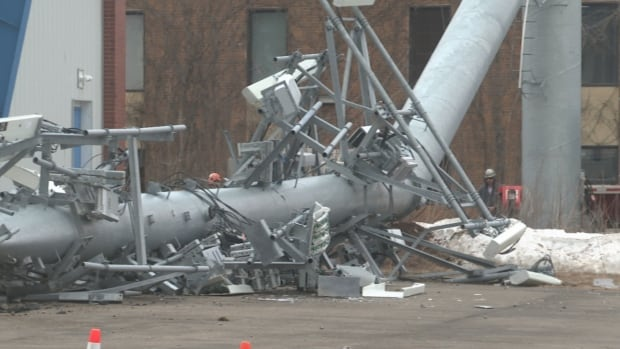 Fredericton radio tower collapses, narrowly missing curling club | CBC News