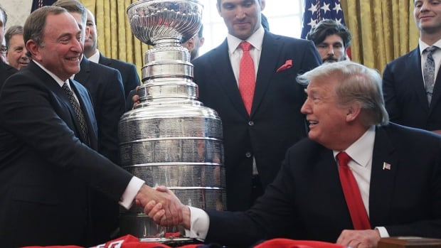 Trump lauds Bettman, other pro sports commissioners during COVID-19 pandemic