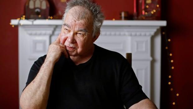 Acclaimed singer-songwriter John Prine dead at 73 | CBC News