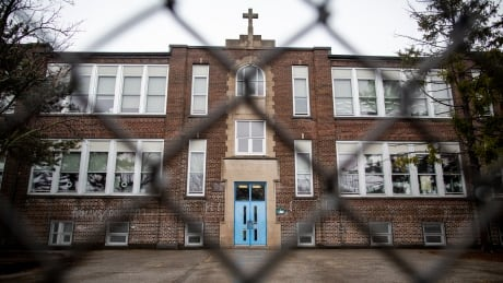 Toronto Public Health closing all schools starting Wednesday as COVID-19 cases surge