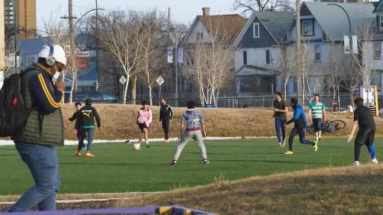 https://i.cbc.ca/1.5525791.1586310982!/fileImage/httpImage/image.jpg_gen/derivatives/16x9_780/gordon-bell-soccer-1.jpg