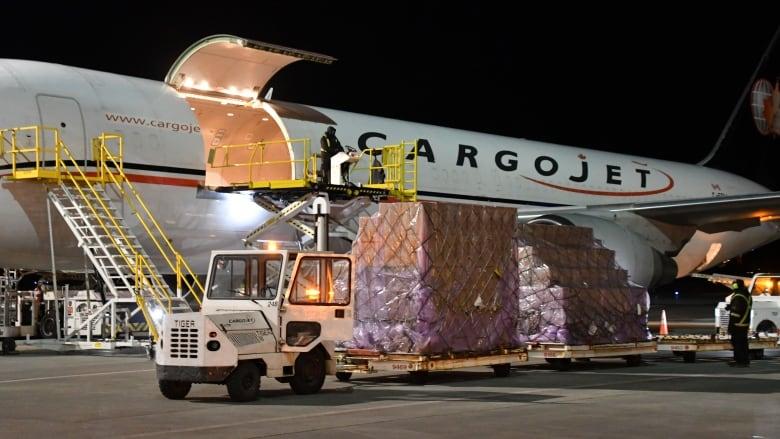 cargojet-flight-arrives-edmonton.JPG