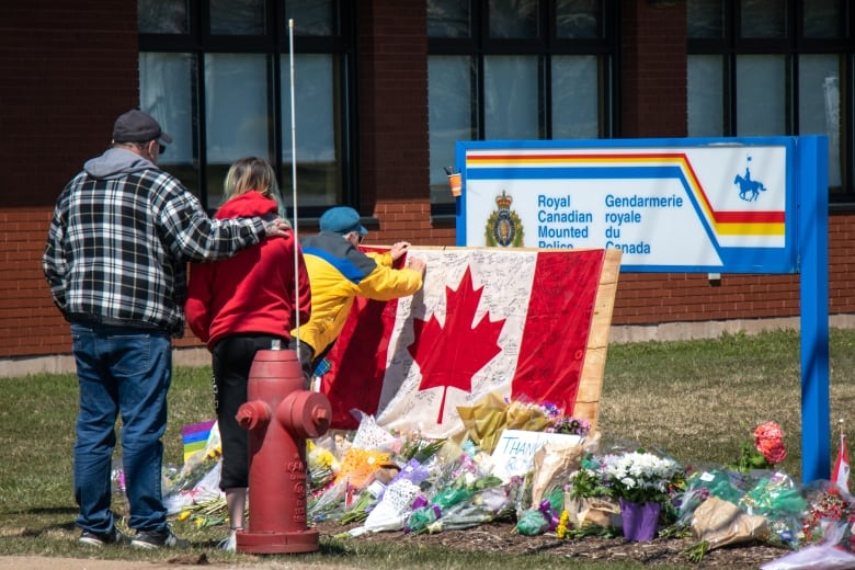 N.S. gunman liquidated assets, stockpiled gas and food due to COVID-19 fears, RCMP say
