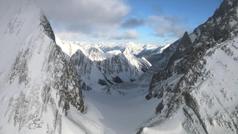 https://i.cbc.ca/1.5541848.1588964983!/fileImage/httpImage/image.jpg_gen/derivatives/16x9_780/the-robertson-glacier.jpg