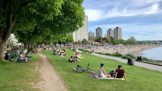 Busy parks and beaches in Vancouver cue outrage on social media | CBC News