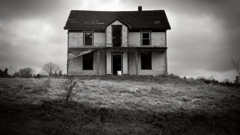 Haunted House Reports On The Rise During Pandemic Says Paranormal