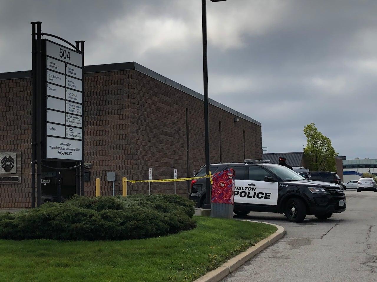 2 Men Dead 2 Injured Following Shooting In Parking Lot In Oakville Cbc News