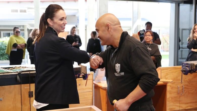 Ardern Asks Companies to Consider 4-Day Workweek