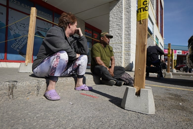 Long Lines Waning Patience As Service Ontario Slashes Hours Cbc News