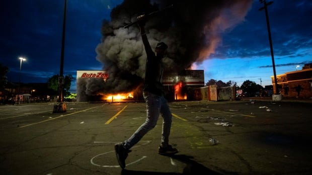 Protests, looting erupt for 2nd night in a row over Minneapolis man's death | CBC News