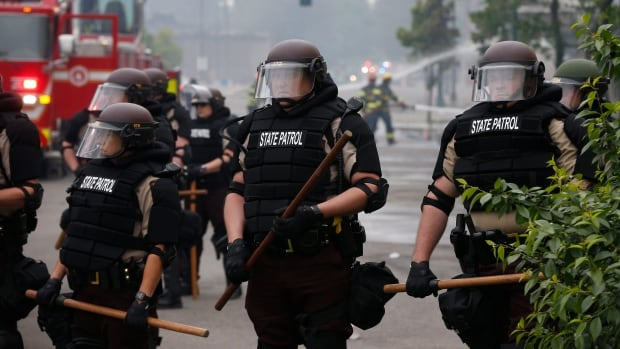 Minneapolis violence shows police learned few lessons from Ferguson riots, experts say | CBC News