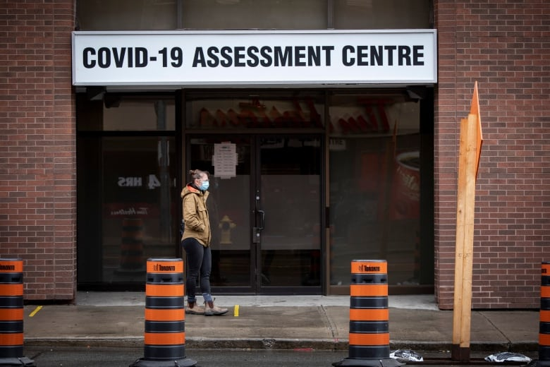 How Soon Should You Be Tested After Exposure For Covid 19 Your Questions Answered Cbc News