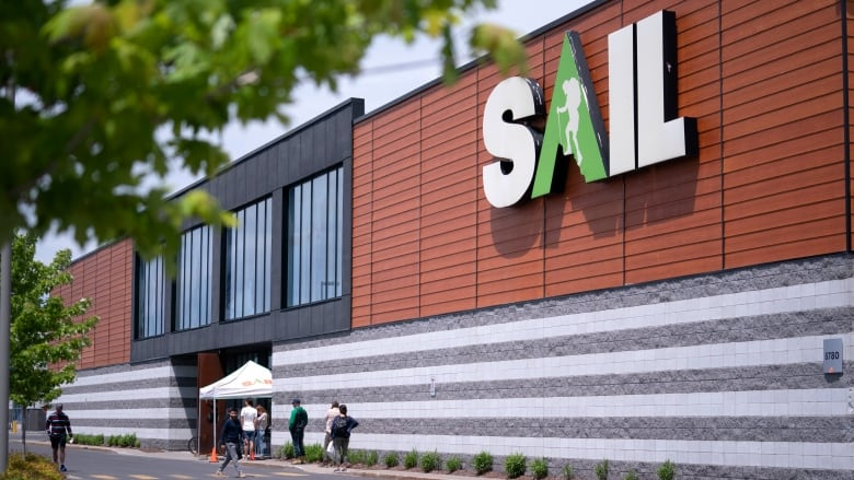 Canadian Outdoor Retailer Sail Files For Bankruptcy Protection Cbc News