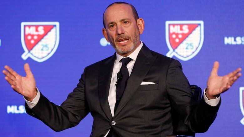 MLS lifts moratorium, allows full team training