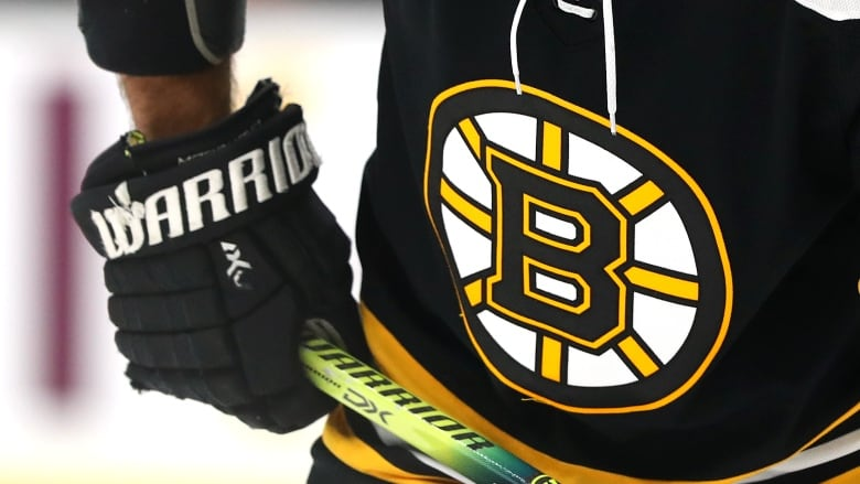 Bruins say unidentified player tested positive for COVID-19