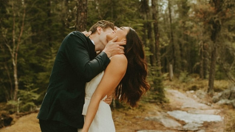 Manitoba couple elopes after wedding plans fall apart due to COVID ...