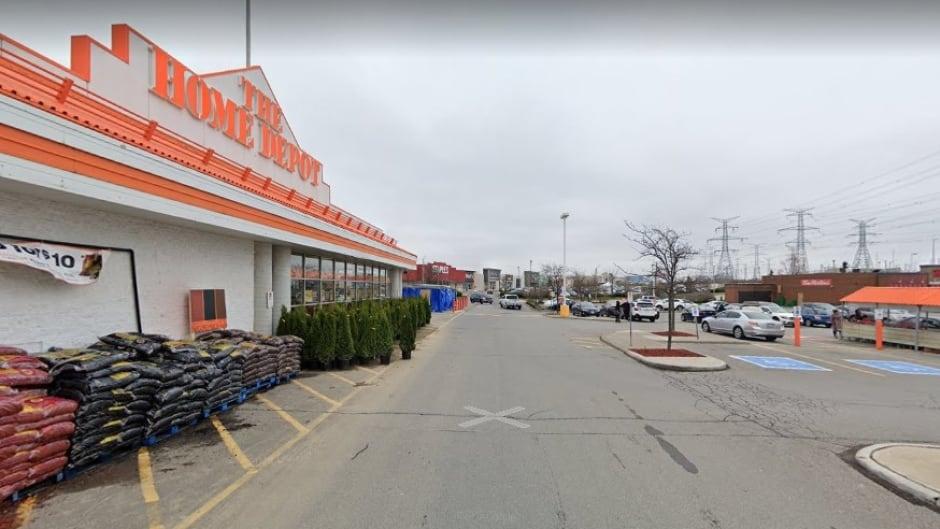 Home Depot Store In Richmond Hill To Be Cleaned After 14 Workers Test Positive For Covid 19 Cbc News