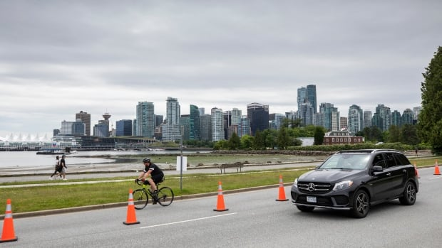 Concrete barriers coming to Stanley Park Drive to keep cars and bikes apart | CBC News