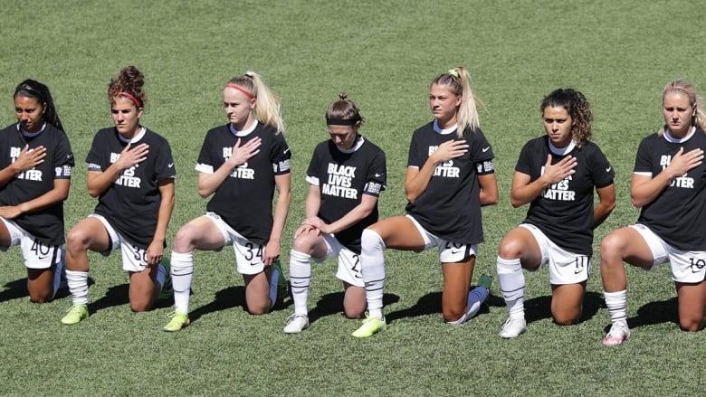 Megan Rapinoe praises NWSL players for kneeling during national anthem