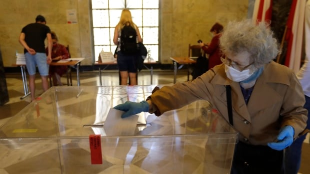 Poland holds presidential election delayed by pandemic thumbnail
