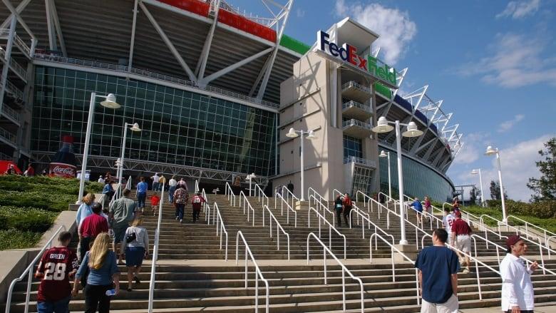 Redskins' stadium sponsor, FedEx, asks team to change name