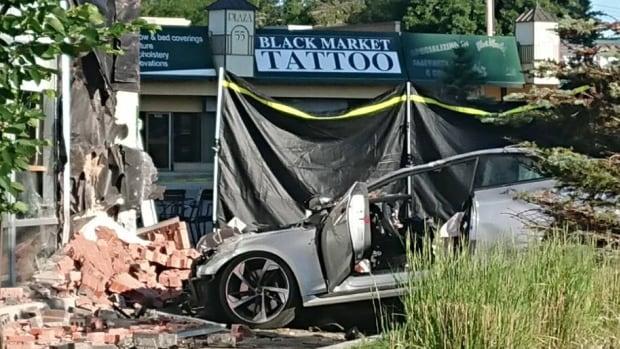 Driver flees, 3 passengers die when car crashes into south Edmonton Starbucks