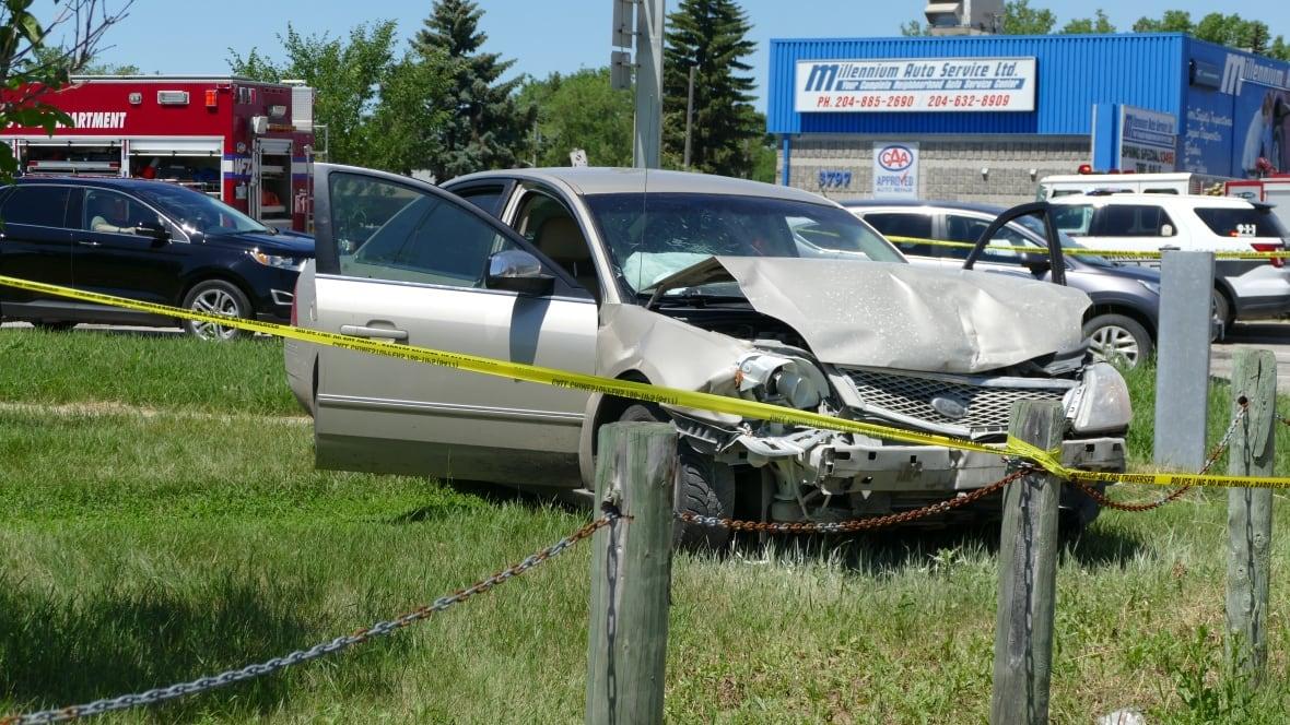 https://i.cbc.ca/1.5637113.1593808567!/fileImage/httpImage/image.JPG_gen/derivatives/original_1180/crash-near-portage-avenue-and-saint-charles-street-july-3-2020.JPG