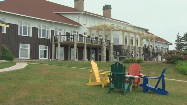N.S. resort still turning away travellers from outside Atlantic region