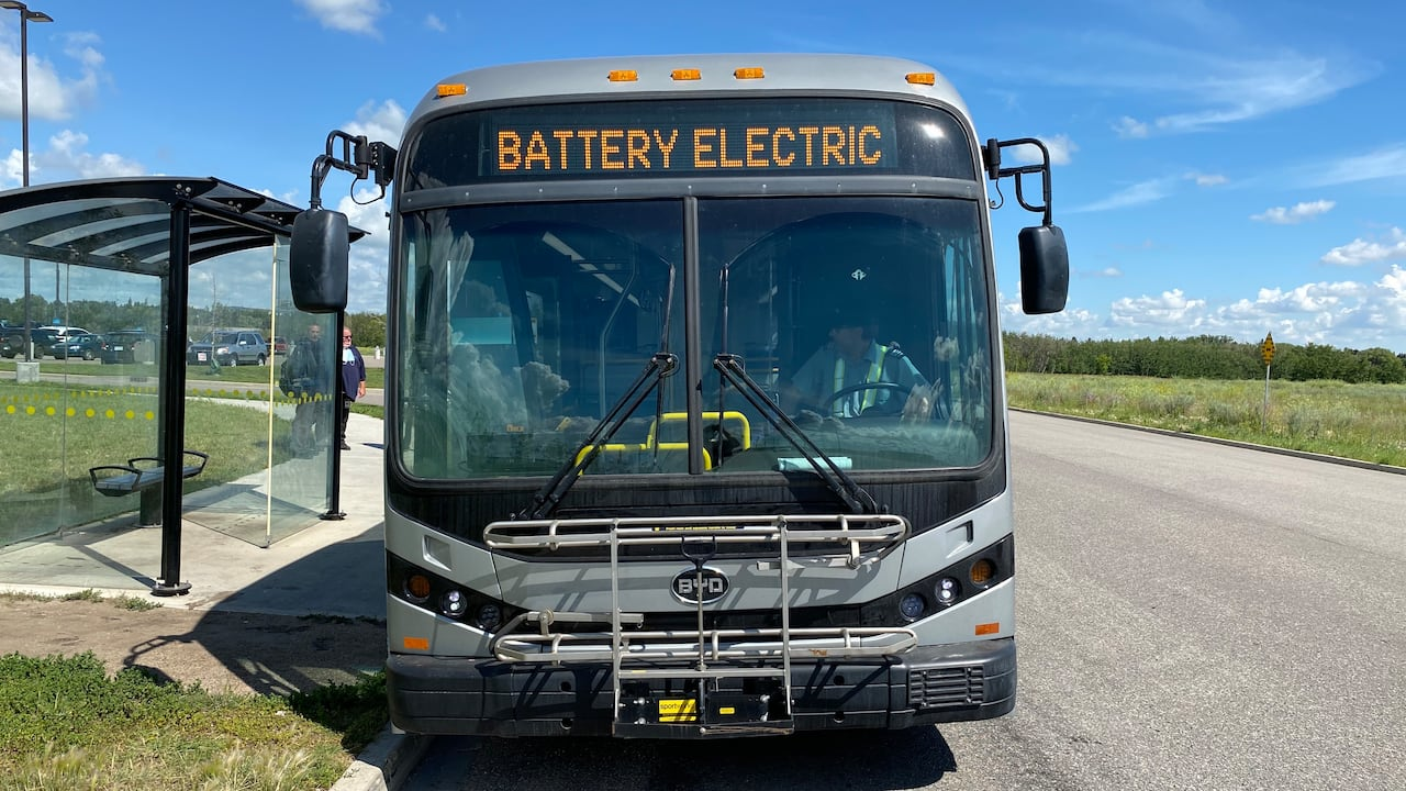 Saskatoon Leases Electric Bus For 1 Year Test Drive Cbc News